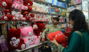 Customers shop for themed gifts ahead of Valentine's Day in Karachi on February 13, 2013. Valentine's Day is increasingly popular among younger Pakistanis, many of whom have taken up the custom of giving cards, chocolates and gifts to their sweethearts to celebrate the occasion. AFP PHOTO/Asif HASSAN
