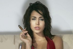Ayyan-Ali-Love-to-show-HOT-cleavage